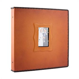Фотоальбом из коричневого кожзаменителя в подарочной упаковке